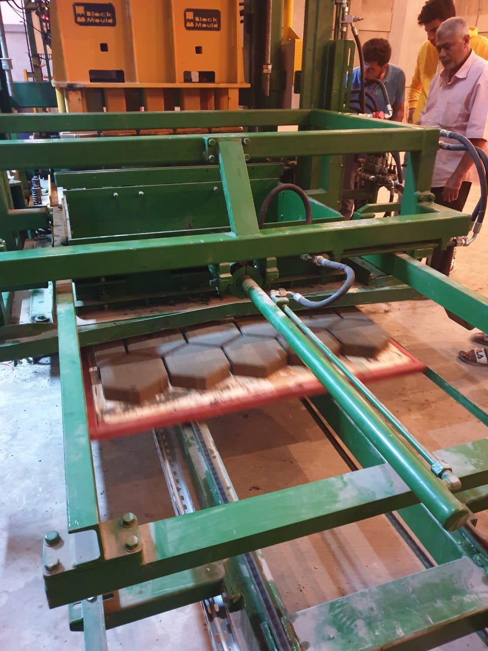 machine-a-parpaing-full-automatique-compact-elegance-5-1-001.jpeg